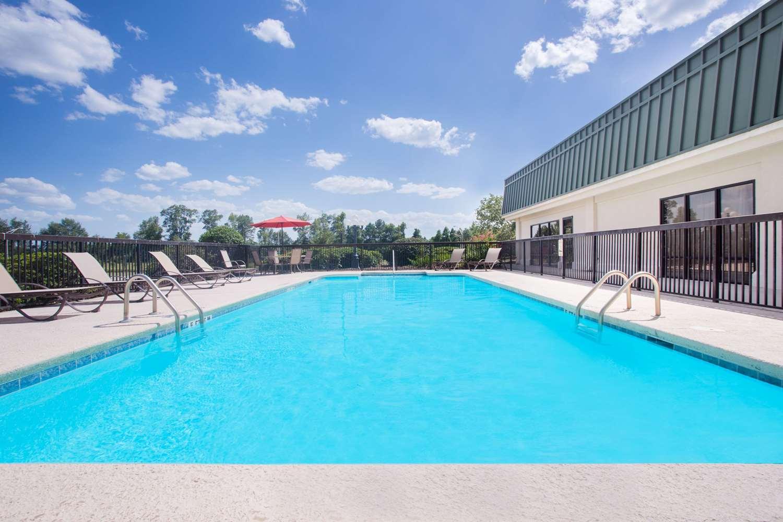 Pool - Days Inn Metter