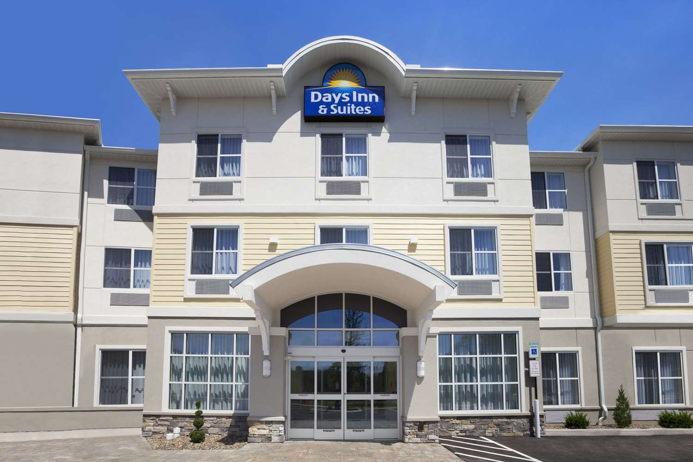 Exterior view - Days Inn & Suites Altoona