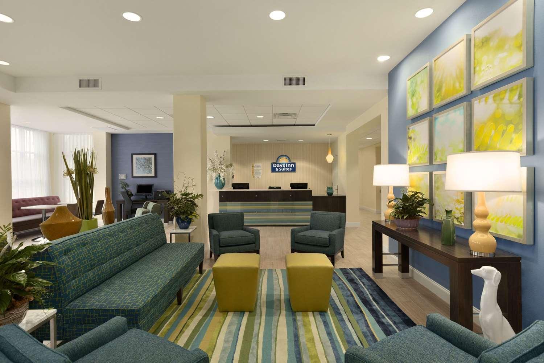 Lobby - Days Inn & Suites Altoona