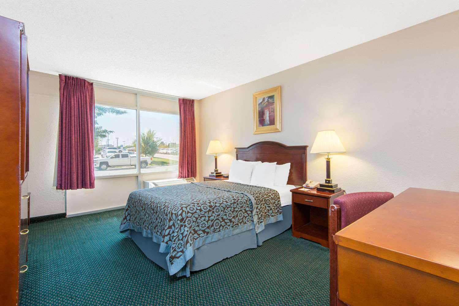 Room - Days Inn & Suites East Wichita