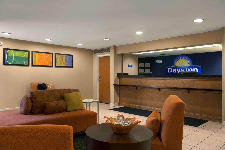 Lobby - Days Inn Hamilton Place Chattanooga