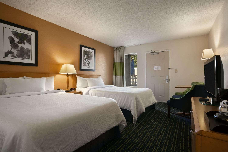 Room - Days Inn Hamilton Place Chattanooga