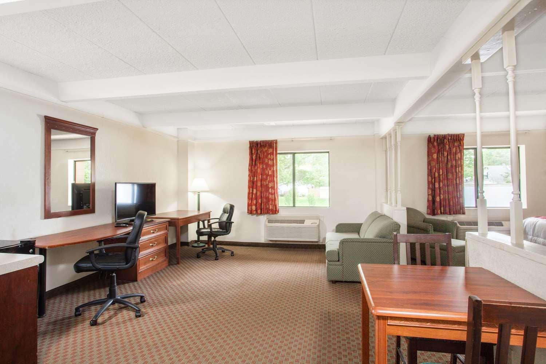 Suite - Days Inn Columbia