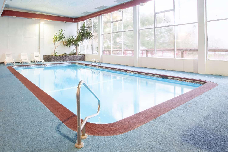 Pool - Days Inn Columbia