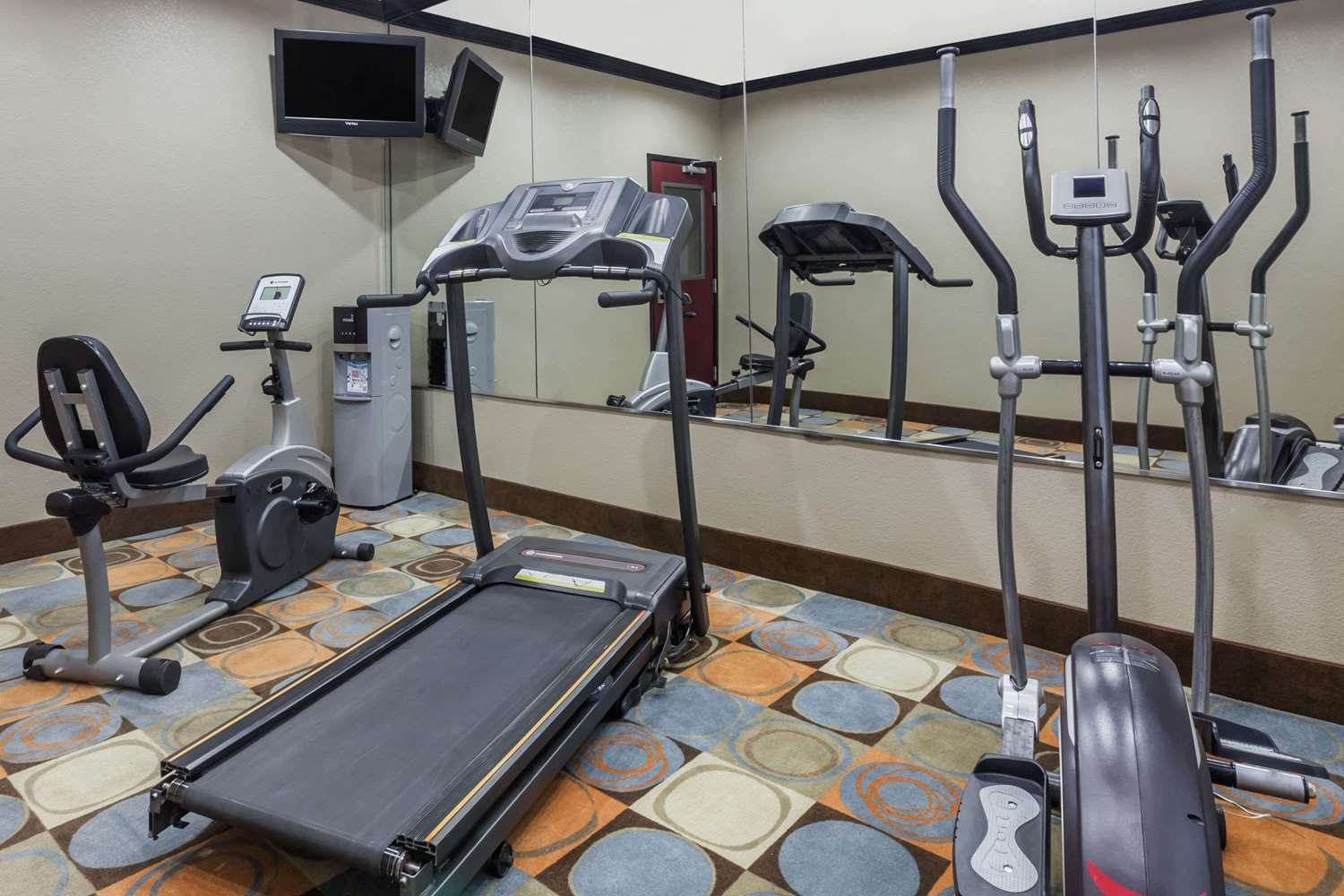 Fitness/ Exercise Room - Days Inn & Suites Marquez
