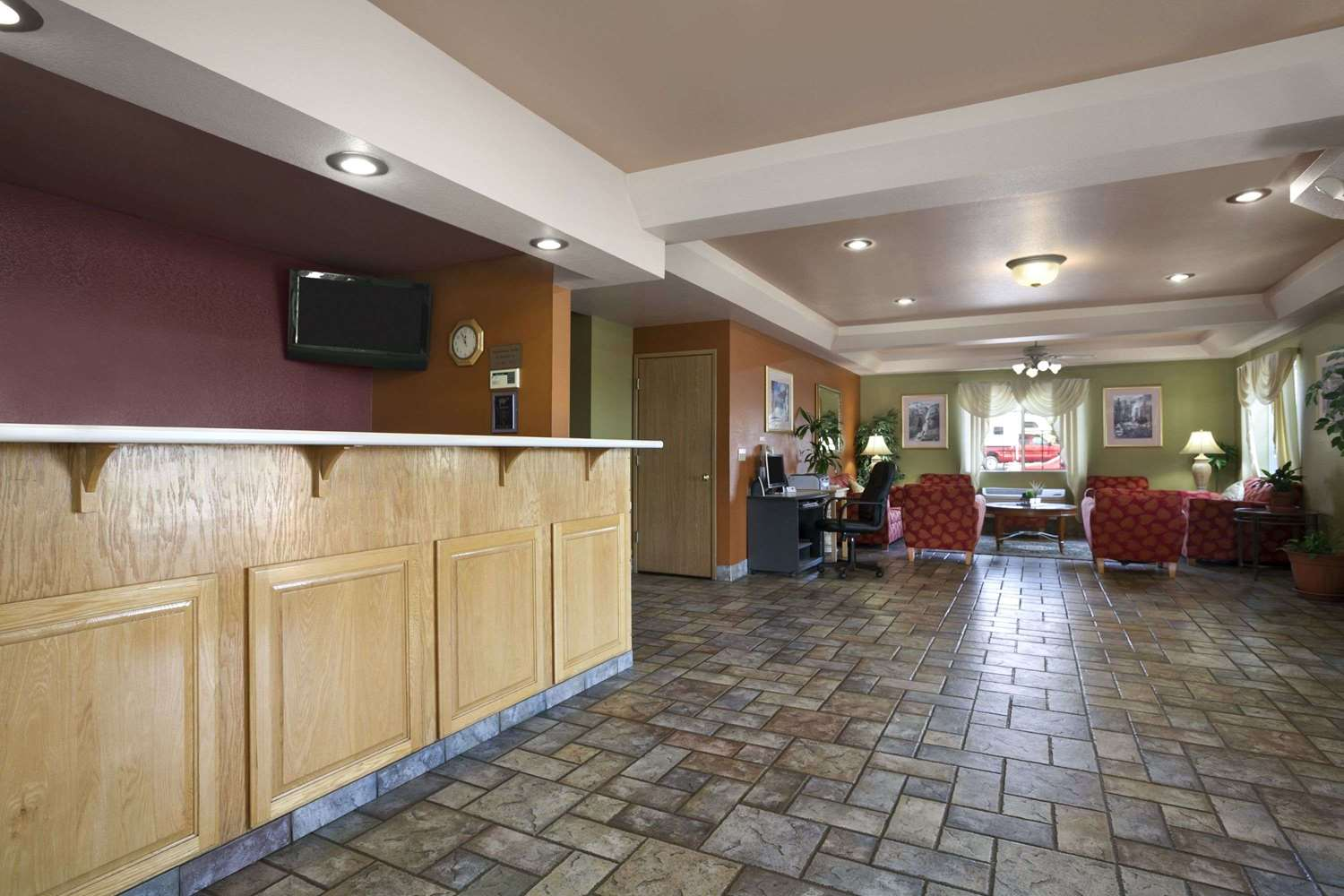 Lobby - Travelodge Ukiah