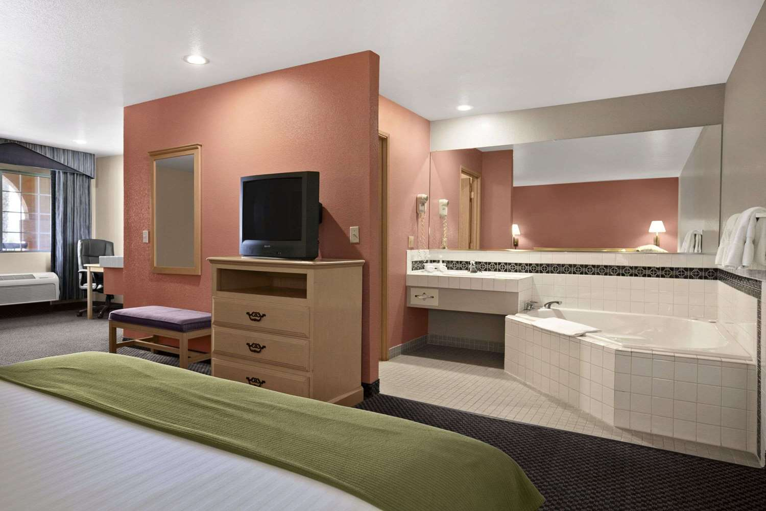 Suite - Travelodge Ukiah