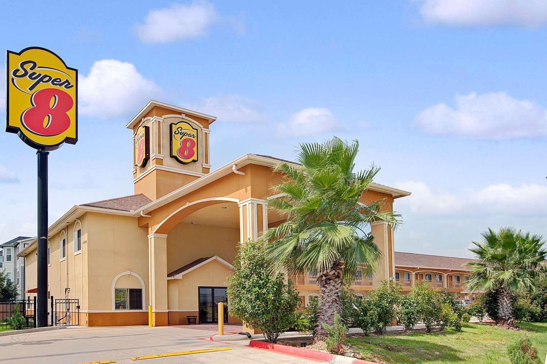 Exterior View Super 8 Hotel I 45 North Houston