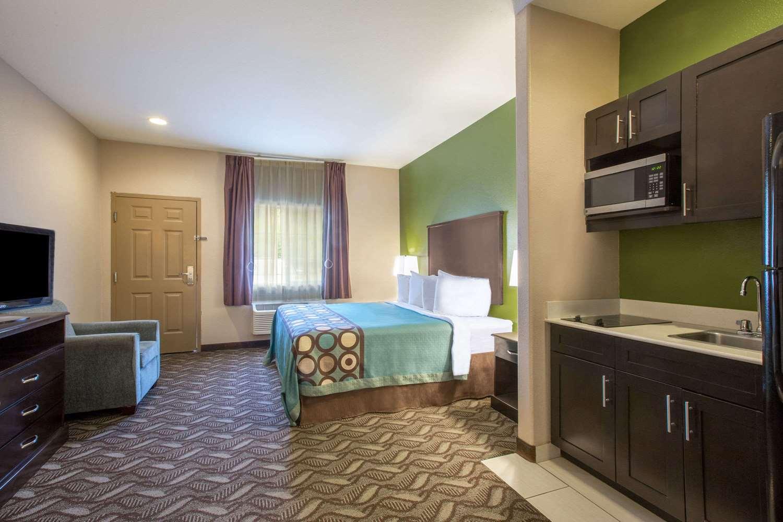 Suite - Super 8 Hotel Mansfield