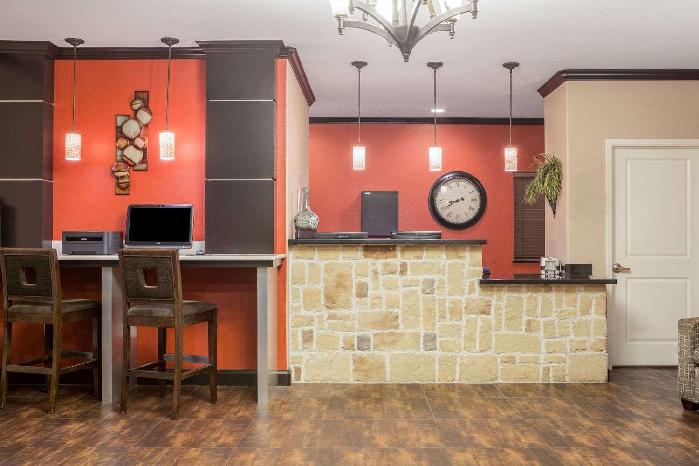 Lobby - Super 8 Hotel Mansfield