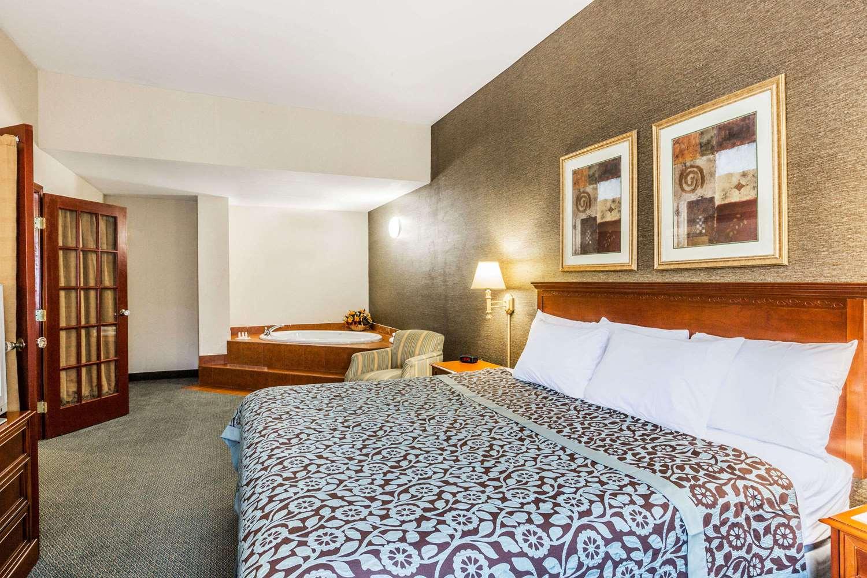 Suite - Days Inn Budd Lake