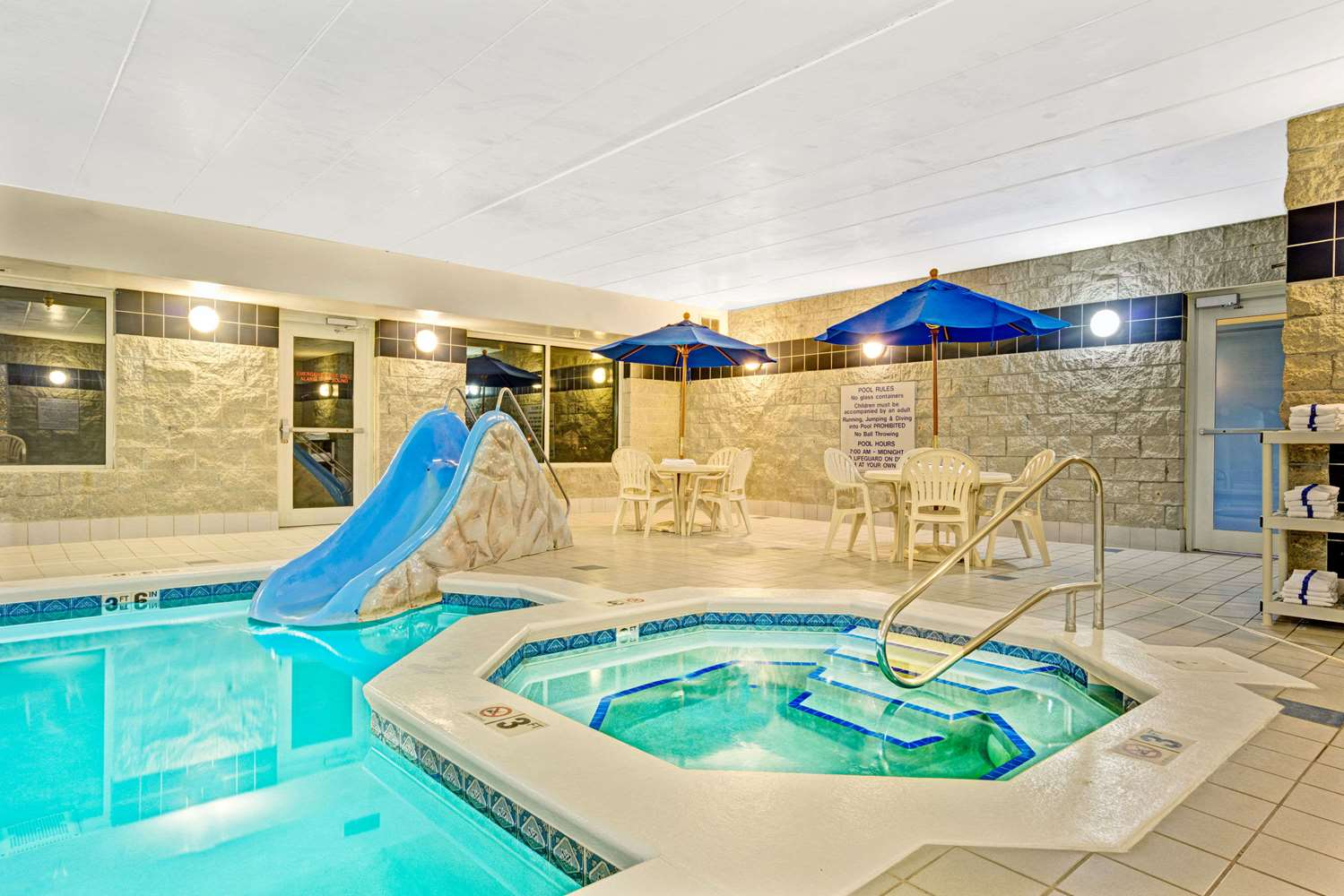 Pool - Baymont Inn & Suites Wahpeton