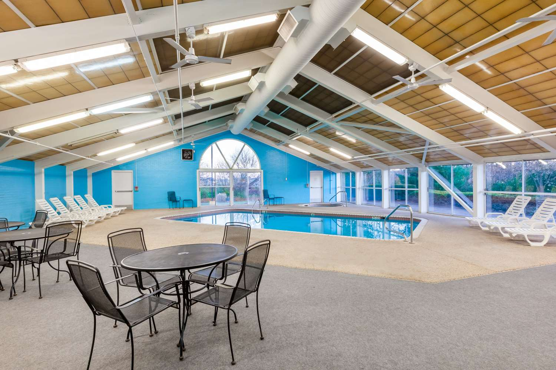 Pool - Ramada Inn Hall of Fame Canton