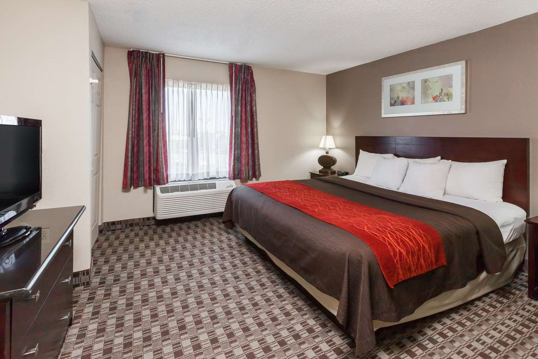 Room - Ramada Inn Hall of Fame Canton