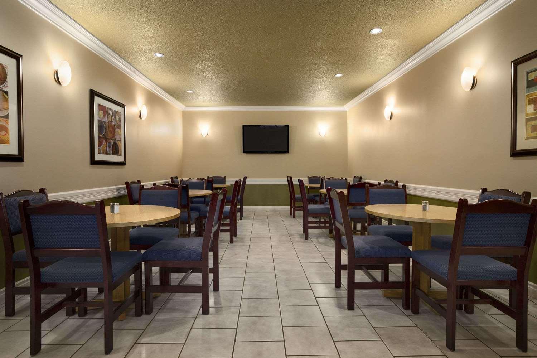 Restaurant - Days Inn High Level