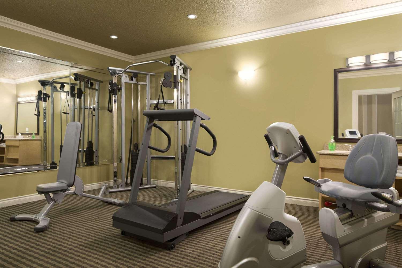 Fitness/ Exercise Room - Days Inn High Level