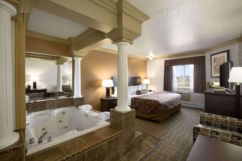 Suite - Days Inn High Level