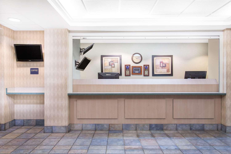 Lobby - Travelodge Yuba City