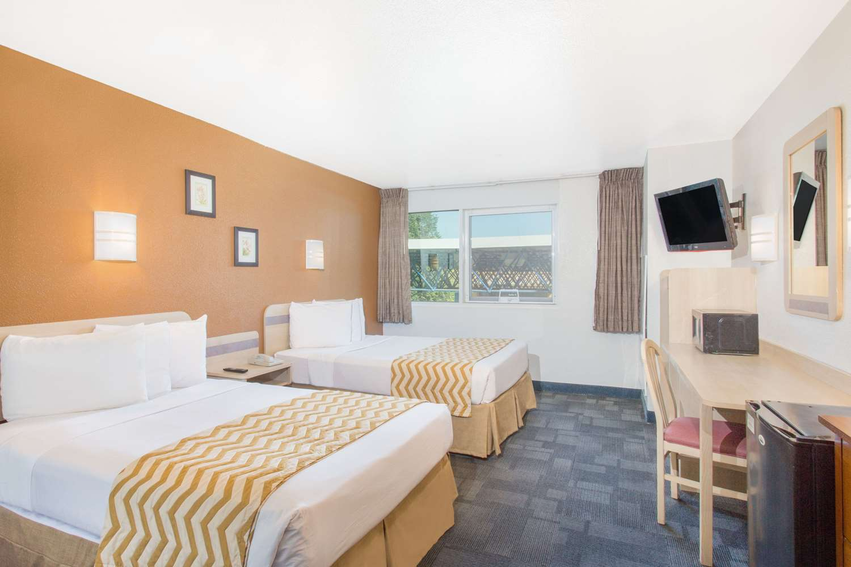 Room - Travelodge Yuba City