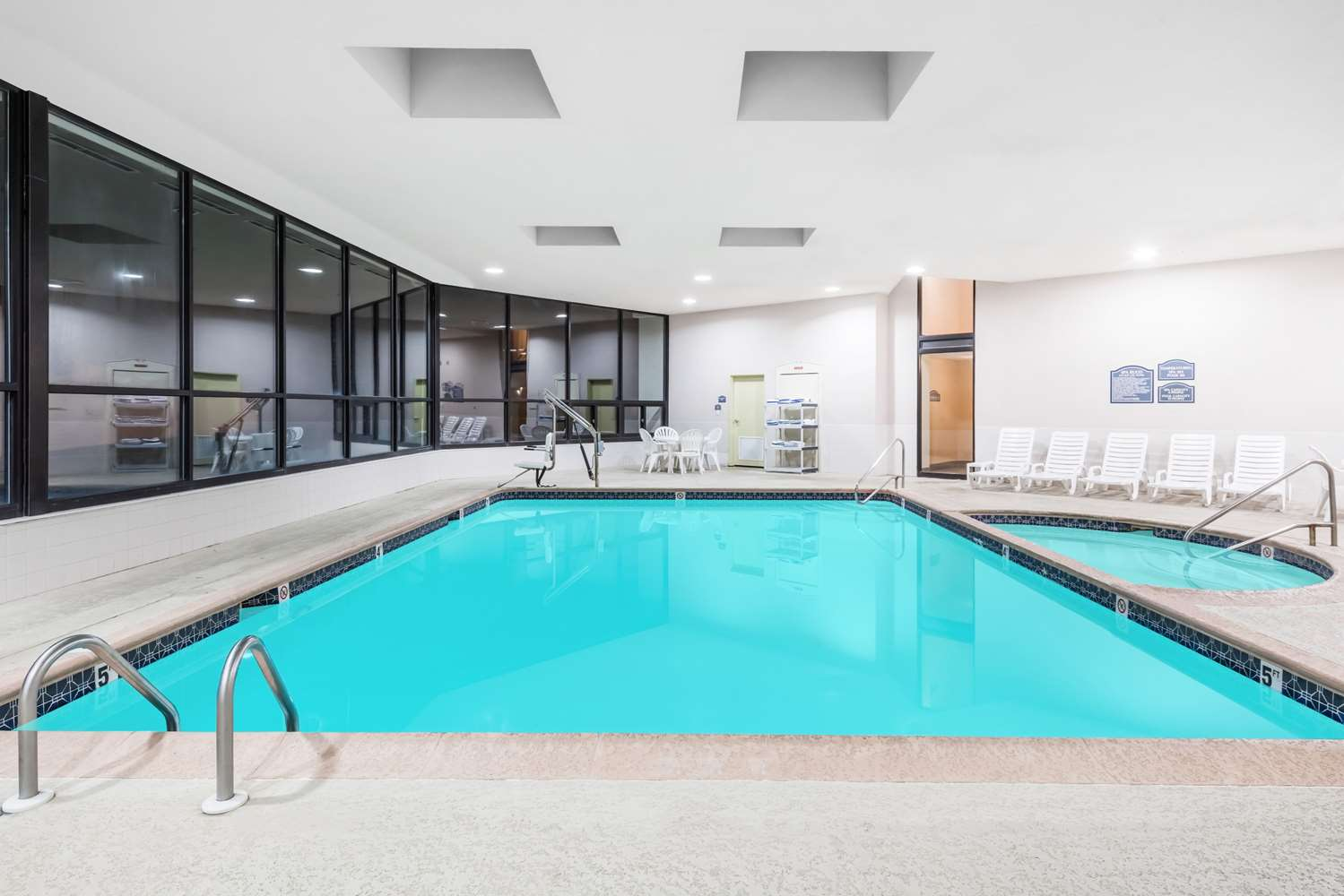 Pool - Ramada Inn Harrisburg