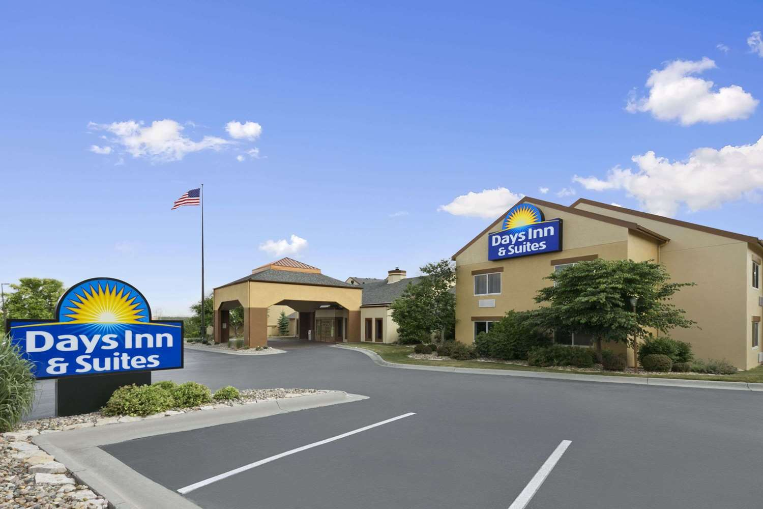 Exterior view - Days Inn & Suites Northeast Omaha