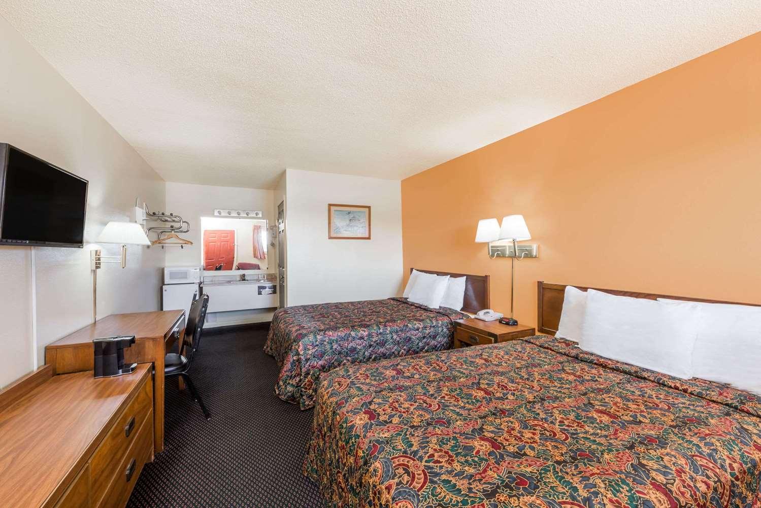 Room - Knights Inn Chanute