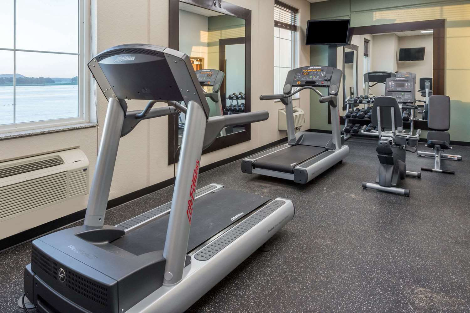 Fitness/ Exercise Room - Baymont Inn & Suites Bellevue