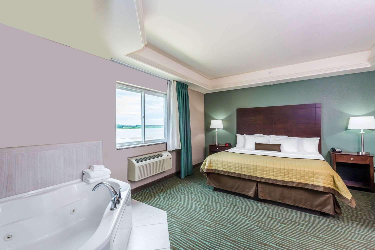 Suite - Baymont Inn & Suites Bellevue