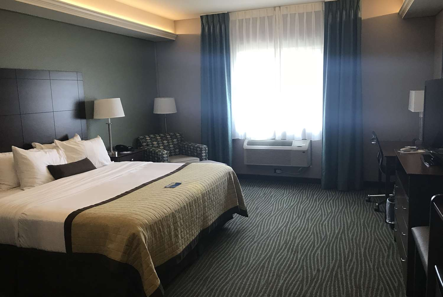 Room - Baymont Inn & Suites Bellevue