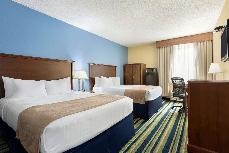 Room - Days Inn Fargo