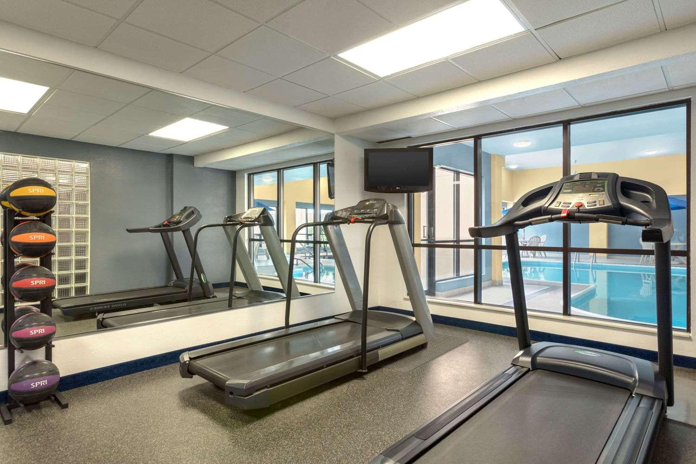 Fitness/ Exercise Room - Days Inn Fargo