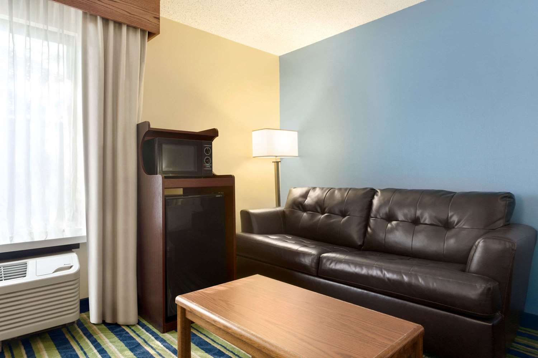 Suite - Days Inn Fargo