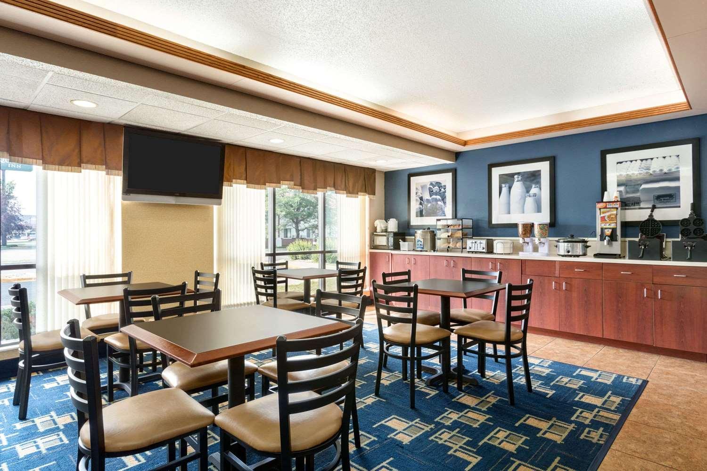 Restaurant - Days Inn Fargo