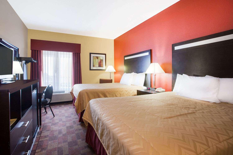 Room - Baymont Inn & Suites Beckley