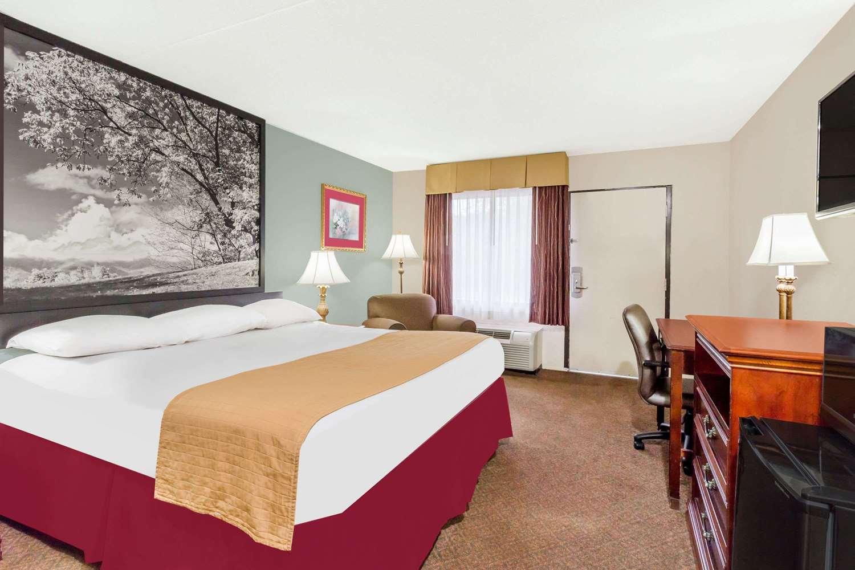 Room - Super 8 Hotel Garysburg