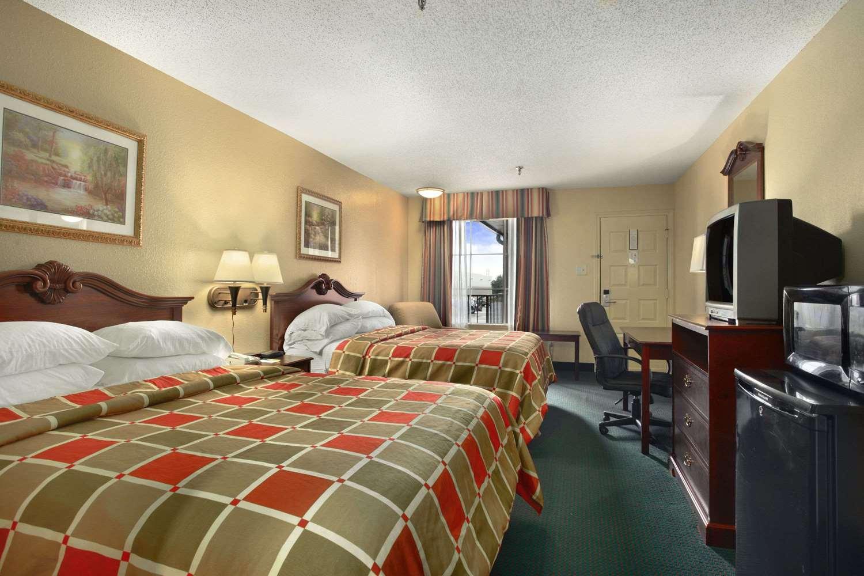 Room - Super 8 Hotel New Iberia