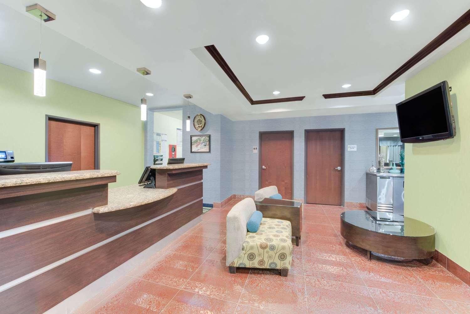 Lobby - Super 8 Hotel Cotulla