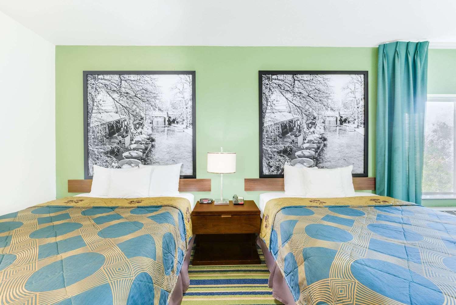 Room - Super 8 Hotel Cotulla
