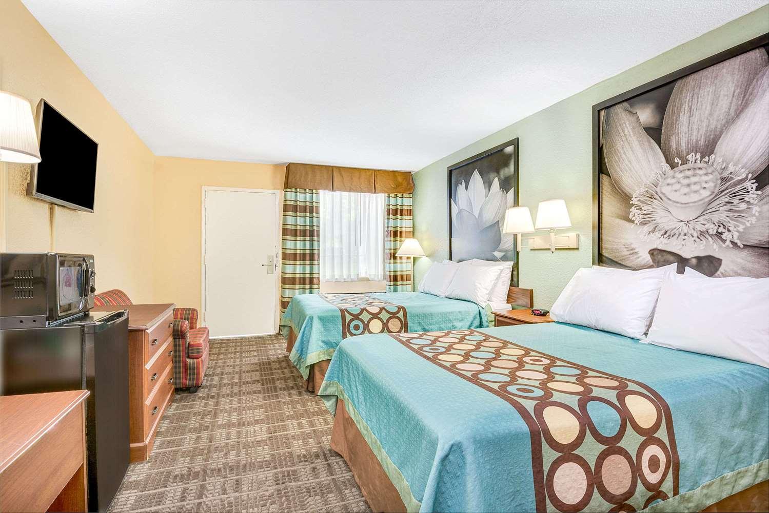 Room - Super 8 Motel West Raleigh