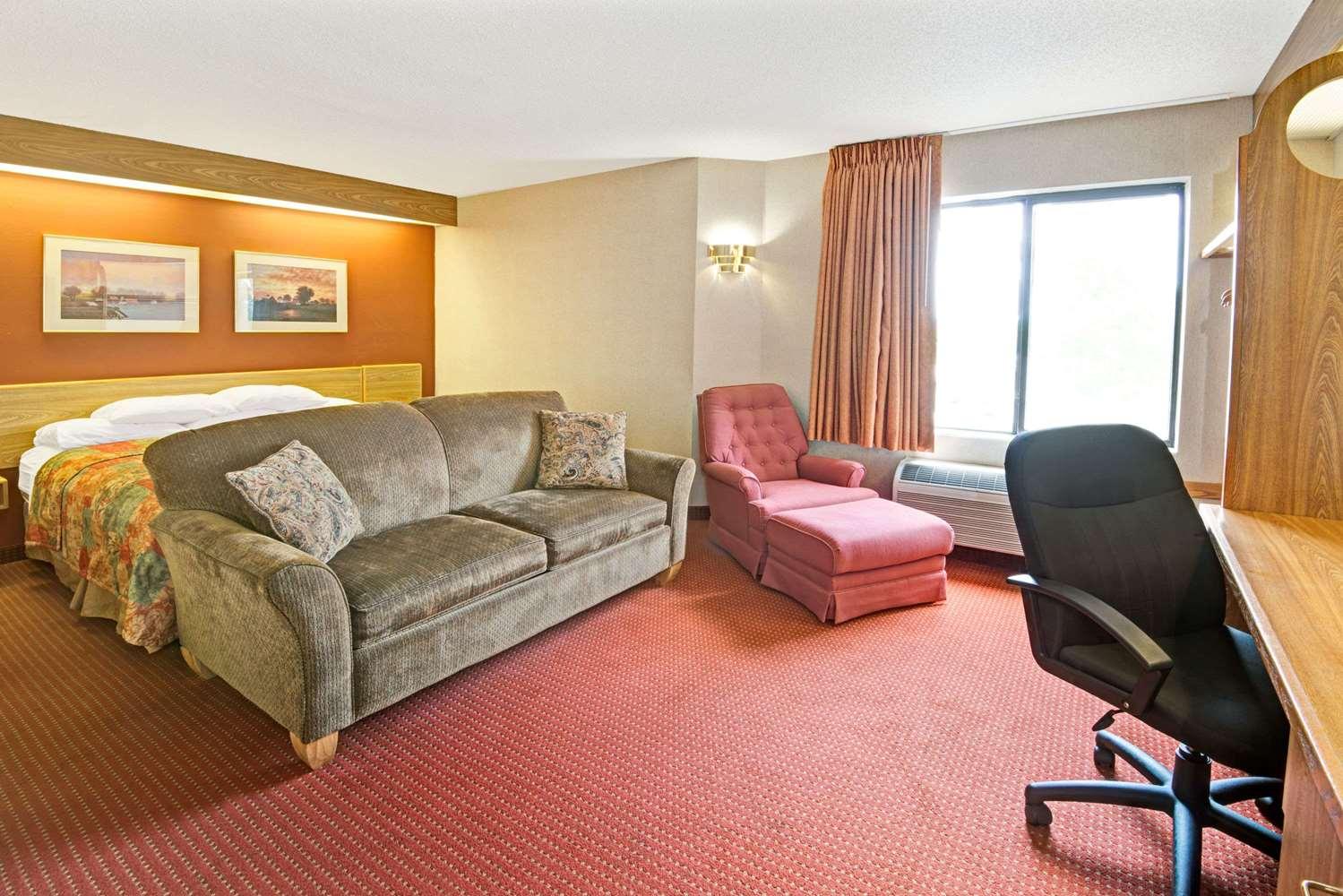 Suite - Days Inn Olathe
