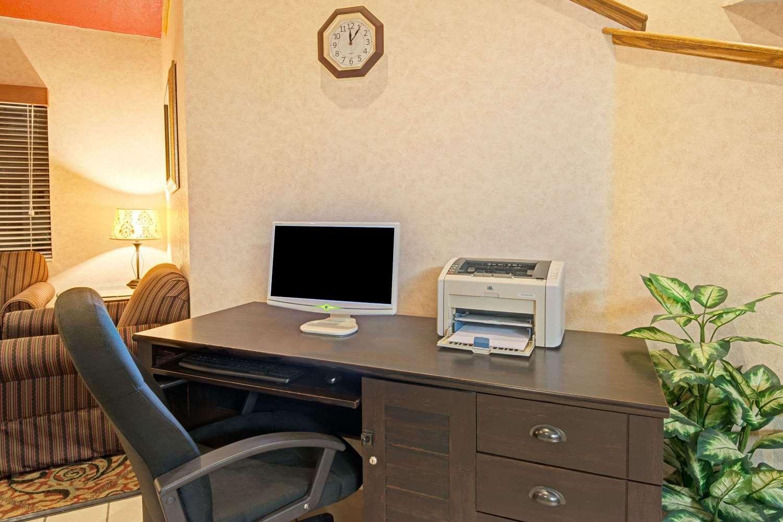 Conference Area - Days Inn Olathe