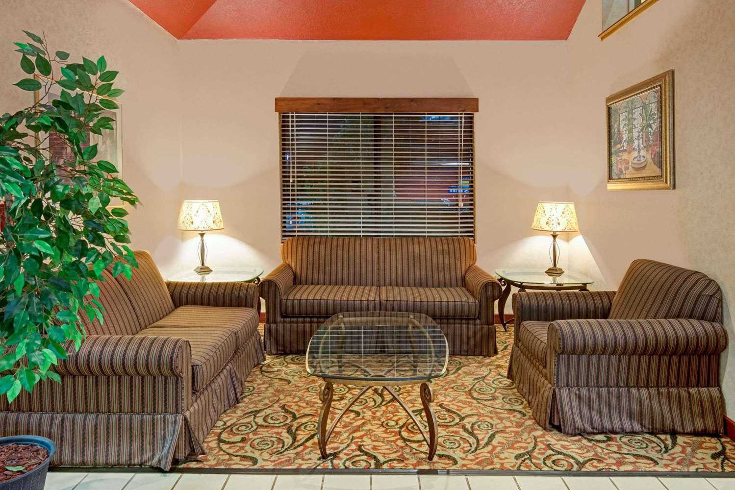 Lobby - Days Inn Olathe
