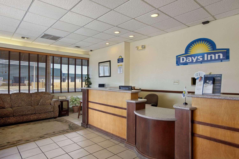 Lobby - Days Inn South Salina