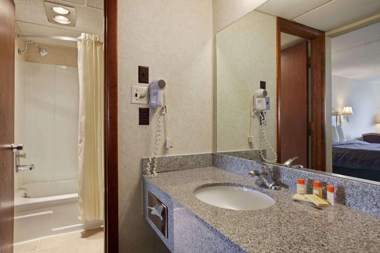 Room - Days Inn South Salina