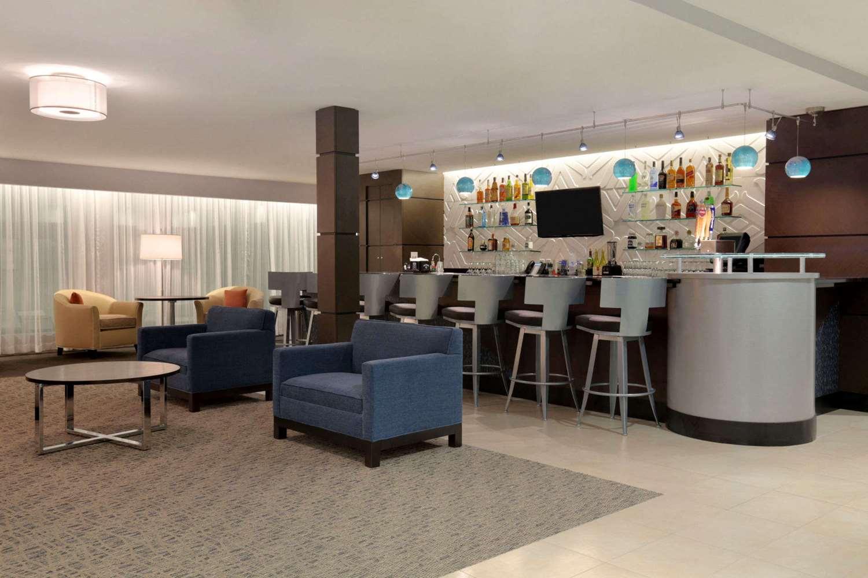 Bar - Wingate by Wyndham Hotel East Slidell
