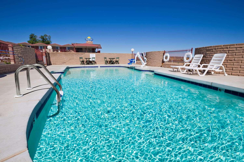 Pool - Days Inn Chambers