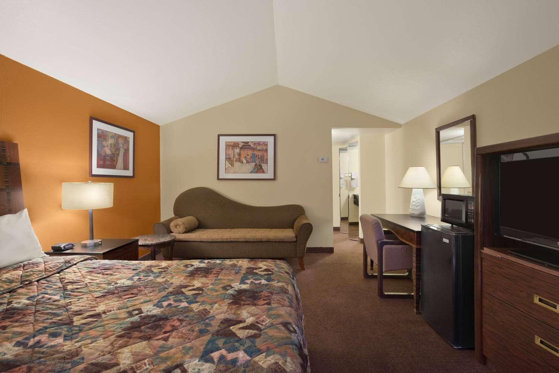 Suite - Days Inn Chambers