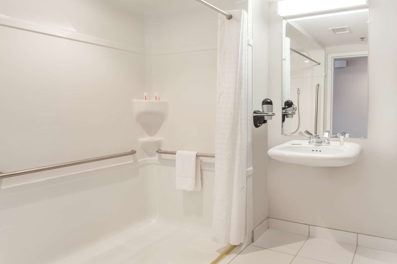 Room - Microtel Inn & Suites by Wyndham Sault Ste Marie