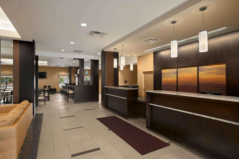 Lobby - Days Inn & Suites Airport Winnipeg