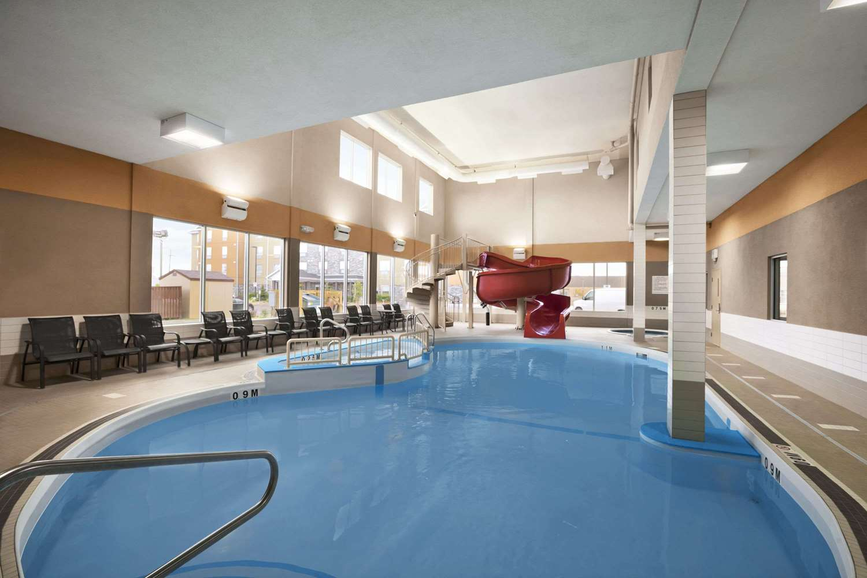 Pool - Days Inn & Suites Airport Winnipeg